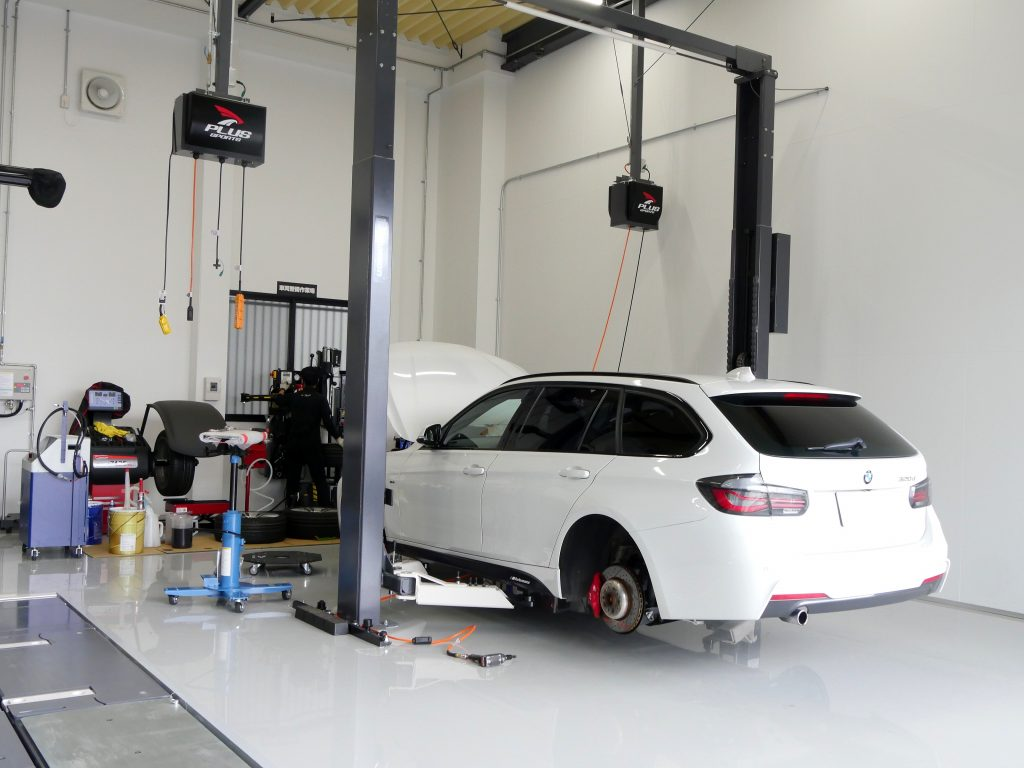 Salon de Studie AG +FUKUOKA- スタディ BMW タイヤ交換