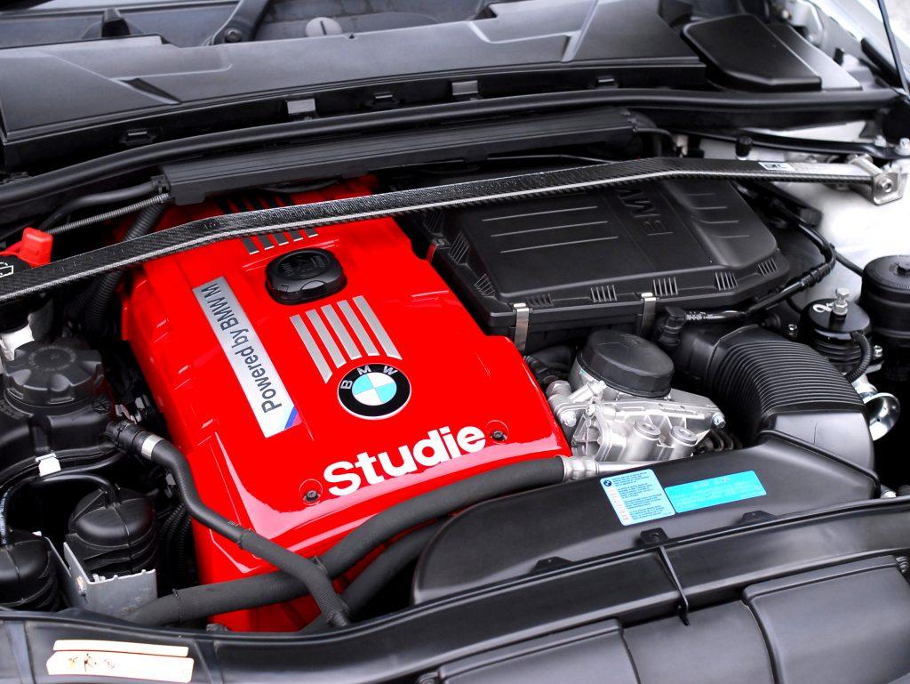 BMW エンジンカバーオリジナルペイント