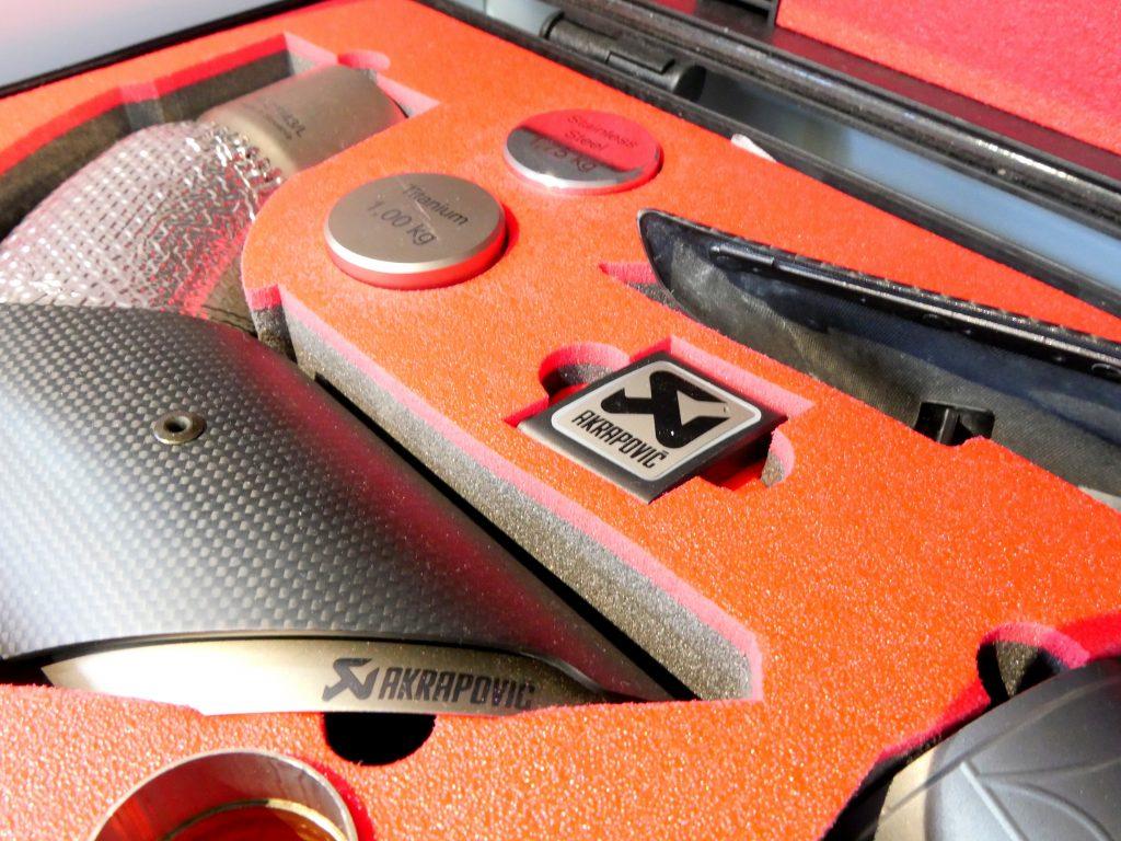 Salon de Studie AG KW Suspention AKRAPOVIC Studie BMW Tuning  01