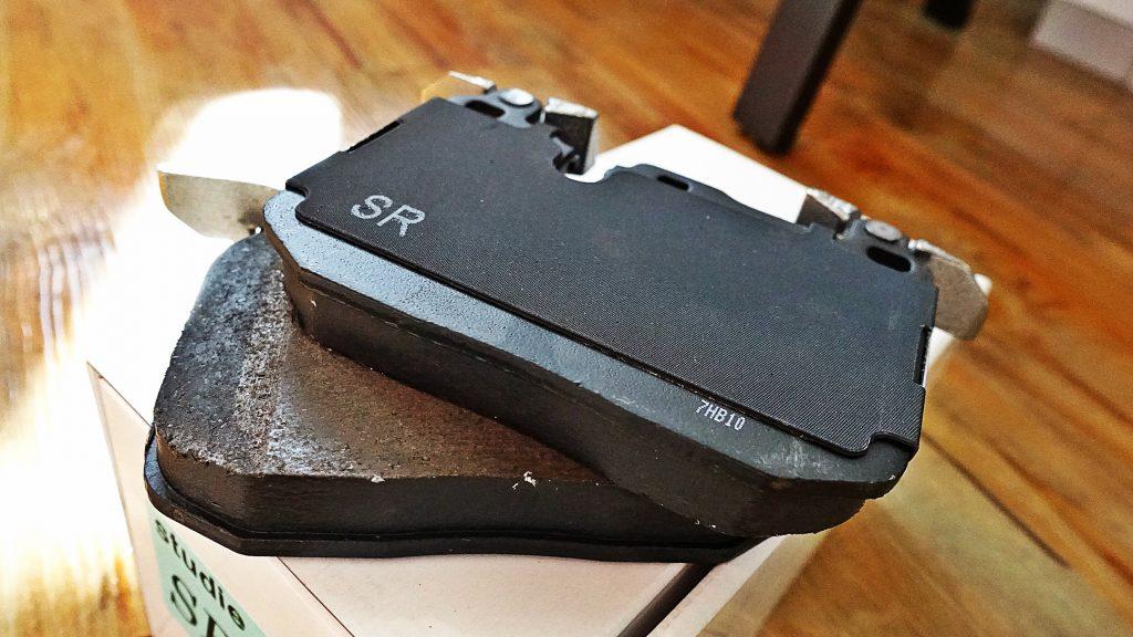 人気アイテムStudieAGオリジナルSR3ブレーキパッド&3DDesign FスポイラーをG01 X3 20dへ!