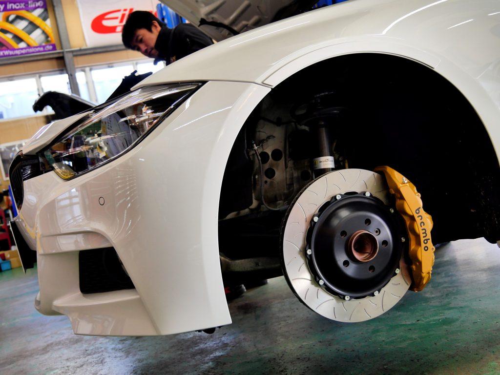 brembo GT KITマットゴールド 丸文字BMW F31 320i Msp Lci