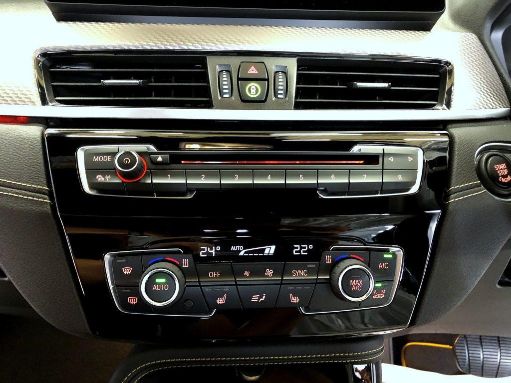 StudieAGでCDスロットフェイス交換。BMW-X2でミュージックライフを楽しむ♪
